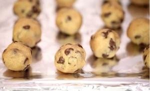 Chocolate-chip-cookie-dough-truffles - 1